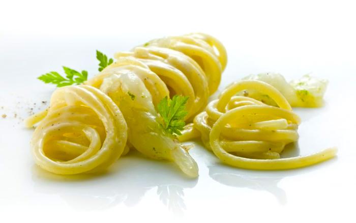 spaghetti pecorino e gamberi