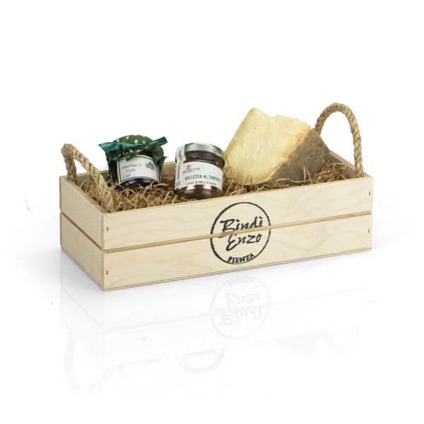 cesto regalo con pecorino di pienza e confettura
