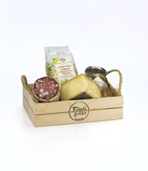 cesto regalo salame zuppa di piselli carciofi e pecorino di pienza alta stagionatura