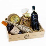 cassetta 5 sapori con pecorino di pienza stagionato cantucci nobile di montepulciano salamino toscano e vinsanto