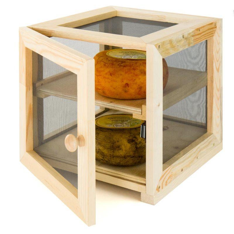 moscaiola o moscarola in legno per conservare il formaggio pecorino di pienza
