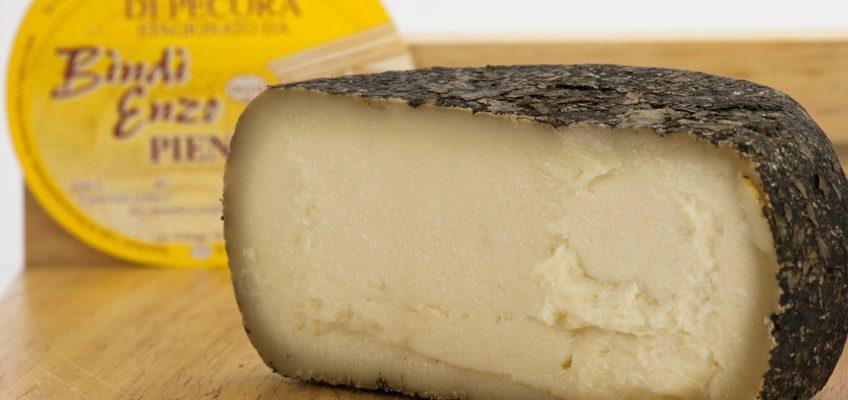 come fare il formaggio pecorino in foglie di noce